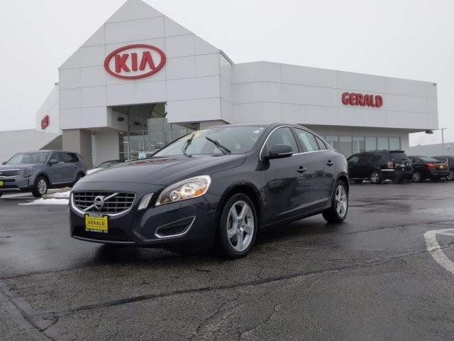 Pre-Owned 2013 Volvo S60 (fleet-only) T5 Platinum